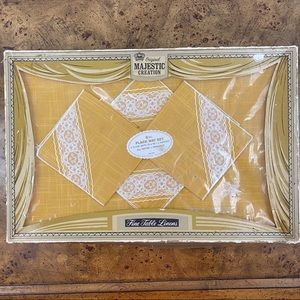 Amazing Vintage Napkin and Placemat Set of Four